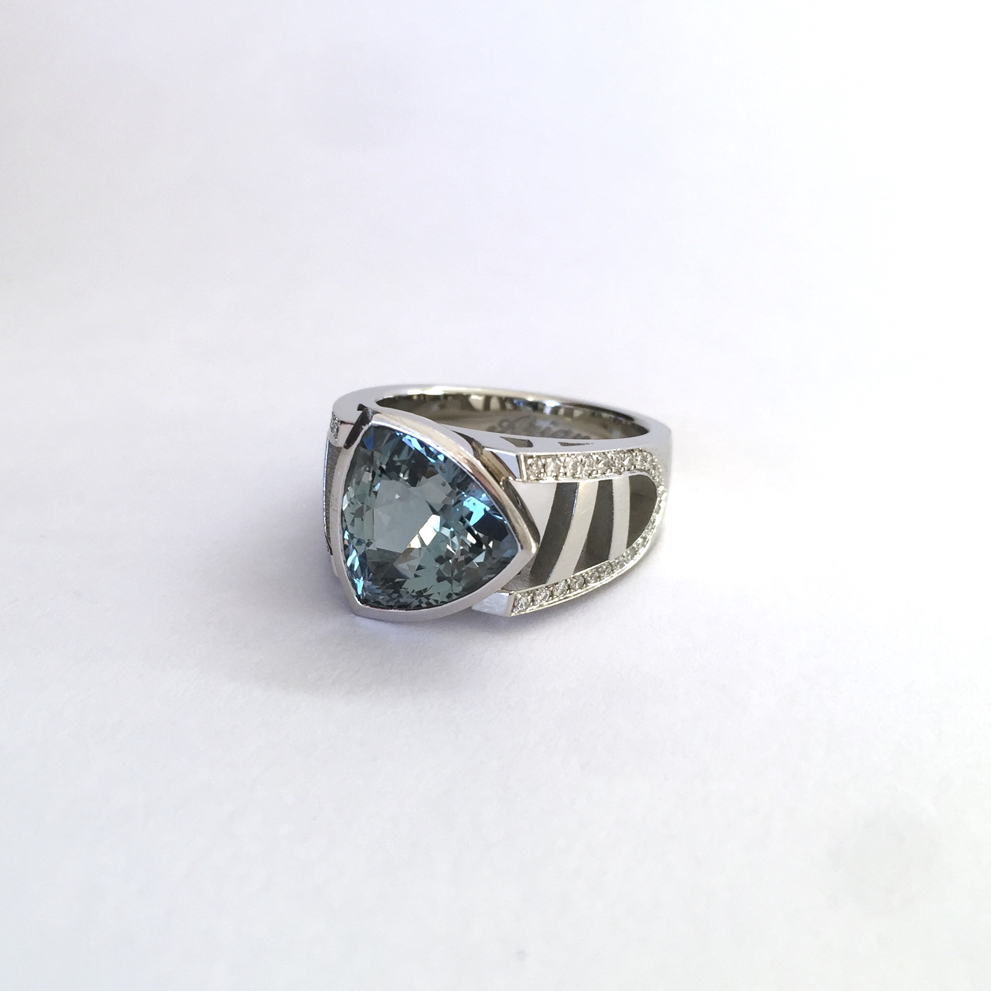 realisation-bague-trillion-topaz-imagine-3d-montreal